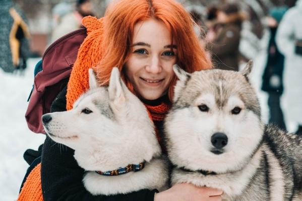 На встрече «Собака-обнимака» можно обнять хоть двух, хоть трех, а то и всех очаровательных пушистиков