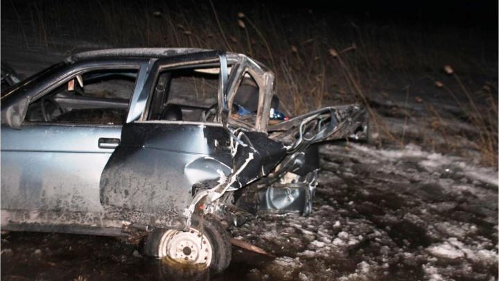 Четыре человека пострадали при столкновении двух машин в Омской области