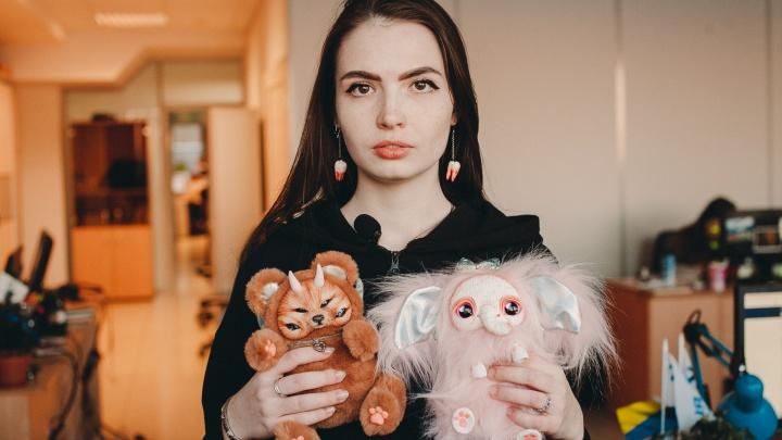 Котоножки и пятиглазые медведи: тюменка шьет плюшевых монстриков и продает их по всему миру