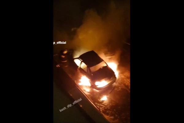 Автомобиль загорелся в три часа ночи
