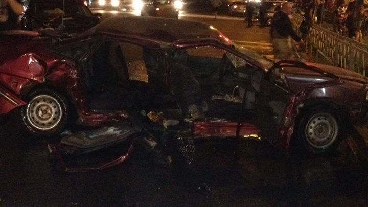 В Уфе столкнулись Nexia и Nissan Teana: в автомобиле зажало беременную женщину