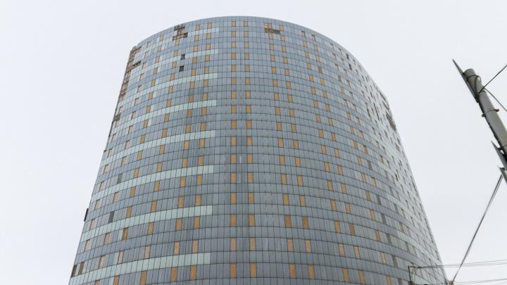 Здание у Крымской площади, которое достраивают под кассационный суд, отдадут частникам