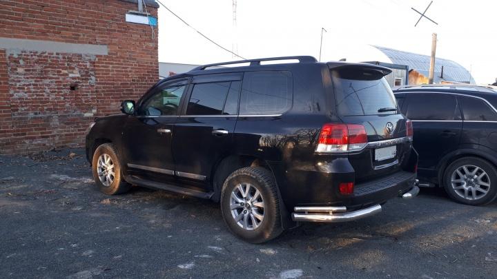 В Екатеринбурге арестовали автомобили и квартиры руководителей обанкротившейся УК с Вторчермета