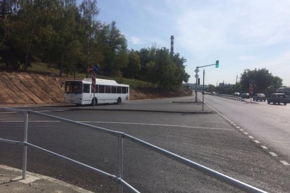 Общественный транспорт пропускает остановку перед поворотом на Красную Глинку