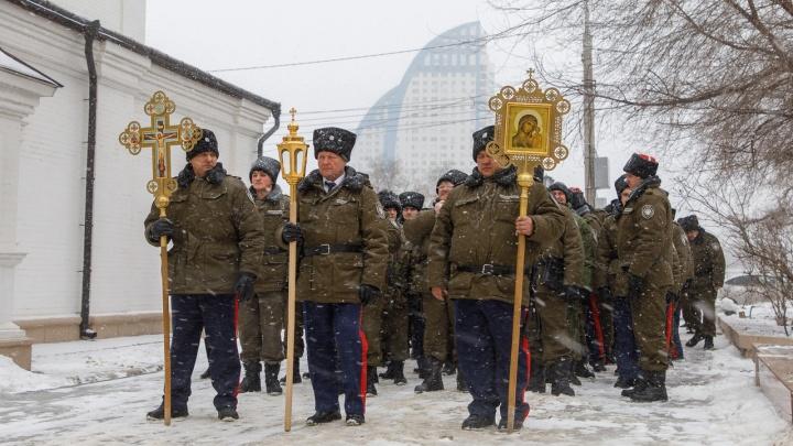 В память о начале геноцида: казаки прошли крестным ходом по центру Волгограда