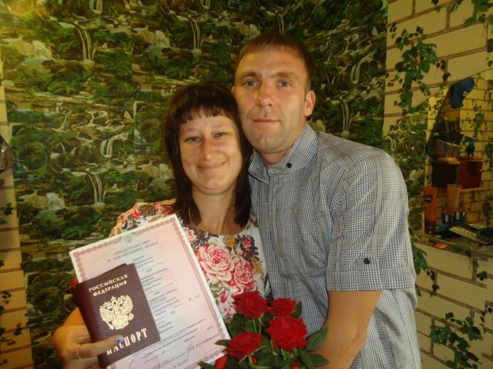 Надежда с мужем Денисом. У них уже есть двое общих детей, а также дети от первых браков