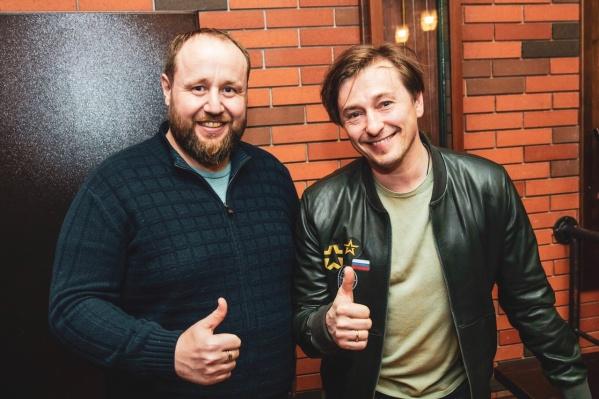 Собственник общественных бань «Паровозовъ» Денис Левин и актер Сергей Безруков
