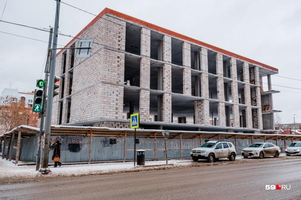 Здание не могут достроить уже несколько лет