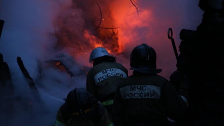 В Уфе двое мужчин пострадали, когда самостоятельно тушили пожар