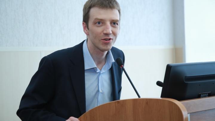 Бизнесмена, подарившего УрГЭУ «золотой» туалет, наградили за заслуги перед Свердловской областью