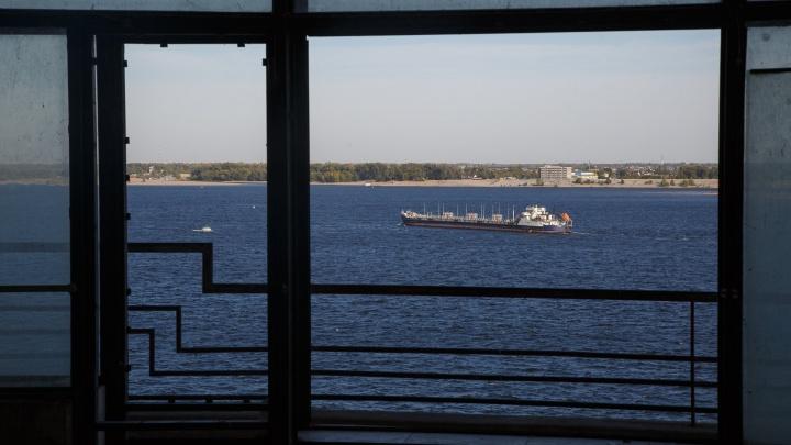 На городском пляже Волгограда едва не ушел на дно неудачливый пловец