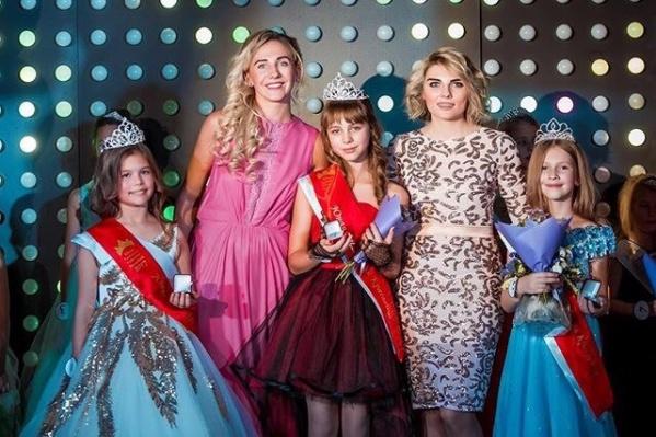 Юные участницы конкурса — Варвара Сухова, Виктория Варнавская, Любовь Микиянская (слева направо)<br><br>