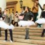 Пачки, кожаные куртки и кроссовки: артисты челябинского театра устроили флешмоб