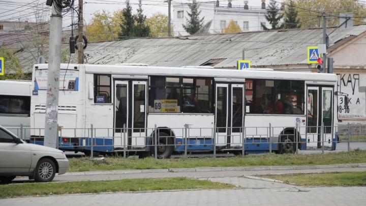 25 омских автобусов, троллейбусов и трамваев оформят к приезду Путина