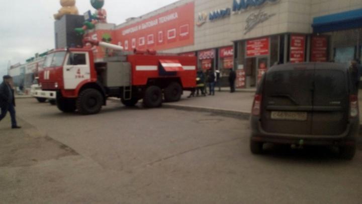 Посетителей торгового центра в Уфе попросили срочно покинуть здание