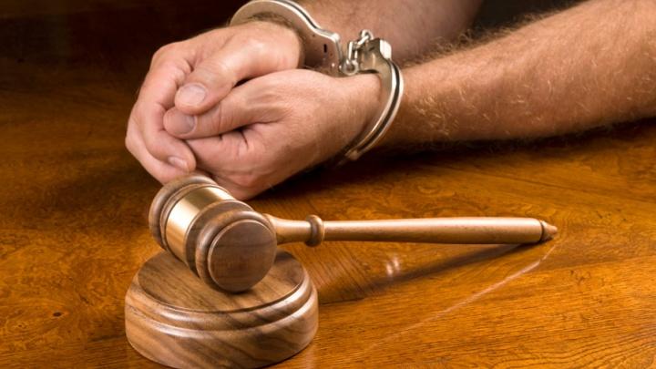 Кузбассовец разбил себе голову об лавку во время вынесения приговора в суде