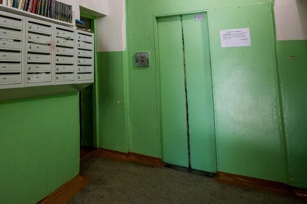 Первые новые лифты появятся в 13 домах Новосибирска