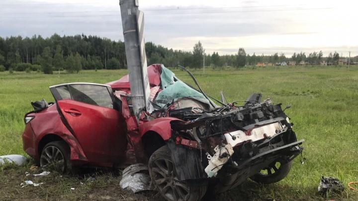 Очевидцы: «В Ленинградской области разбилась иномарка с ярославскими номерами»