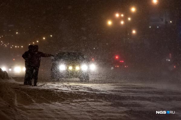 Водитель улетел с трассы недалеко от посёлка Листвянский в час ночи