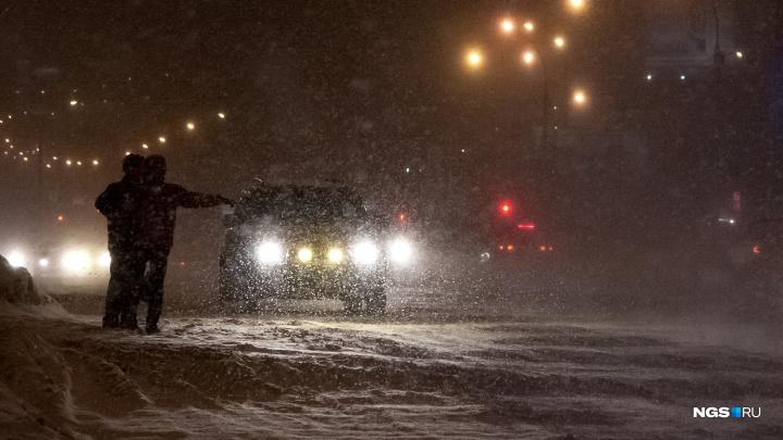 Под Новосибирском водитель улетел в кювет и погиб