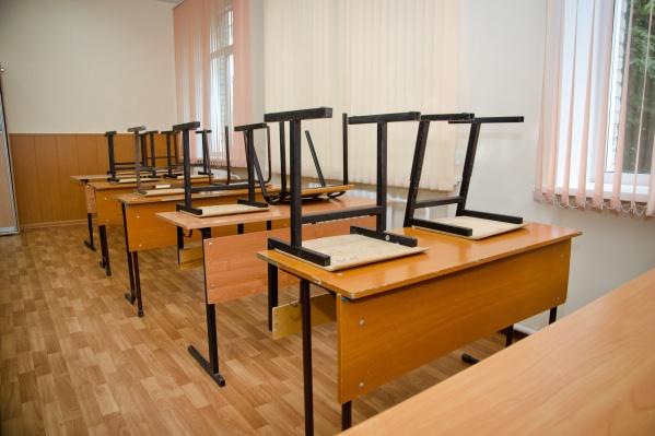 Школа сейчас пустует — её дезинфицируют