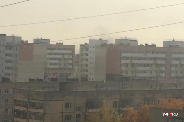 По словам очевидцев, там, откуда доносились взрывы, в небе был виден дым