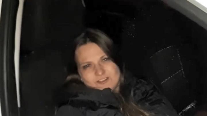 Лишенная прав сотрудница нижегородского Минюста на иномарке врезалась в будку охранника и скрылась