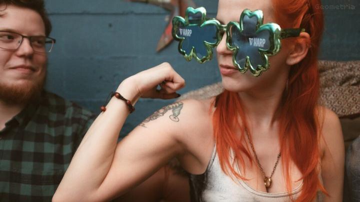 Восемь идей для выходных: пьём зелёное пиво, болеем за Олю Фаткулину и делаем «Вжух!»