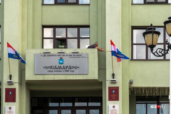 В администрации города собрались протестировать 30 служащих