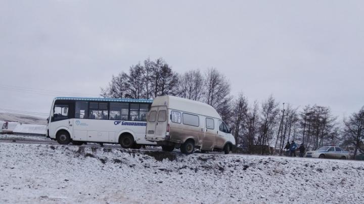 ДТП с двумя автобусами и автомобили в кювете — в Башкирии водители попали на день жестянщика