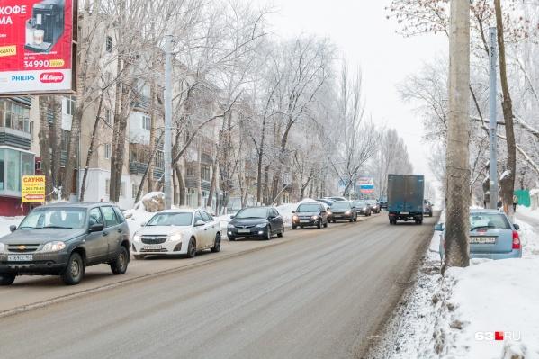 На улице Советской Армии постоянно образуются пробки