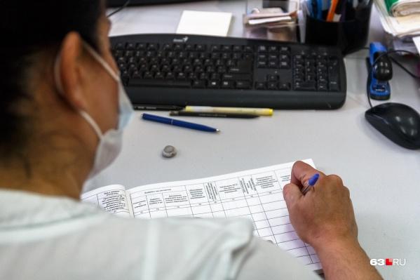 Сейчас зарплата среднего медперсонала, по данным ТФОМС, составляет 30,4 тысячи рублей