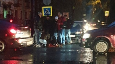 «Светофоры поголовно не работают!»: в центре Ярославля «Вольво» сбил бабушку