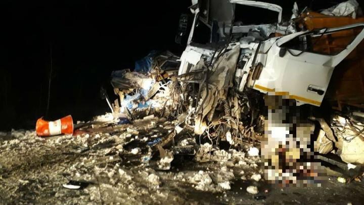 МАЗ сбил автобус с вахтовиками: в ДТП в ХМАО погибли двое жителей Башкирии