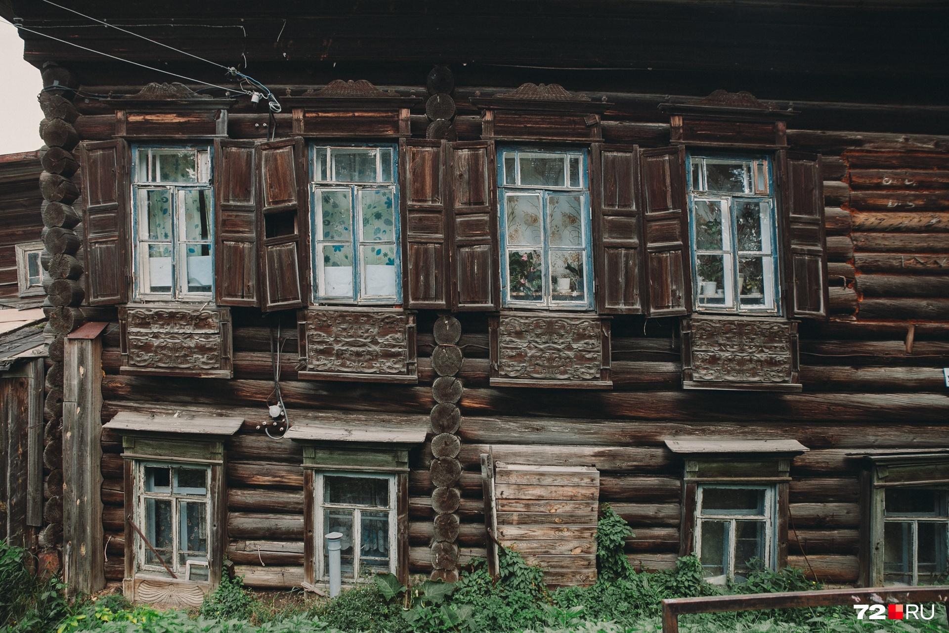 У старых домов очень интересные фасады. Многие из них были построены еще в начале прошлого века