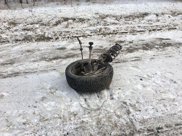 На месте ДТП разбросаны колёса ВАЗа
