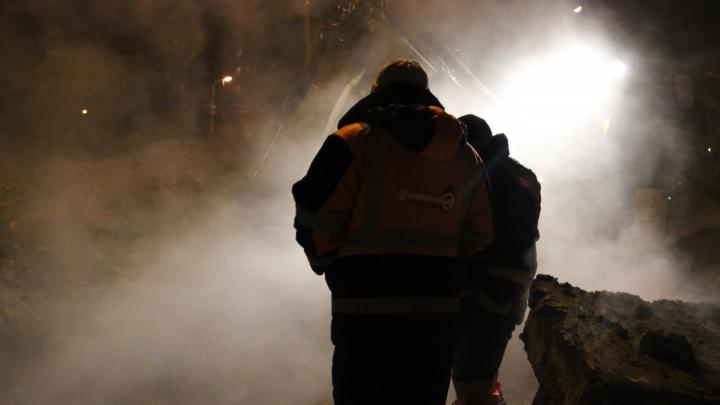 Коммунальщики полностью устранили крупную аварию на теплотрассе в Ленинском районе
