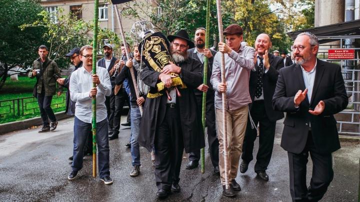 Пронесут Свиток Торы: в центре Уфы ради праздничного шествия перекроют улицу