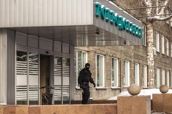 По данным прокуратуры Центрального района, подсудимые по-прежнему работают в «Горводоканале»