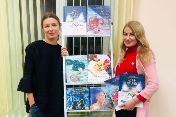 По словам Кристины Кретовой (слева), ей продолжают присылать истории о животных — материала уже хватит на вторую книгу