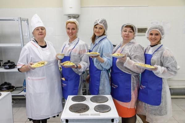 Мамы школьников попробовали себя в роли профессиональных поваров