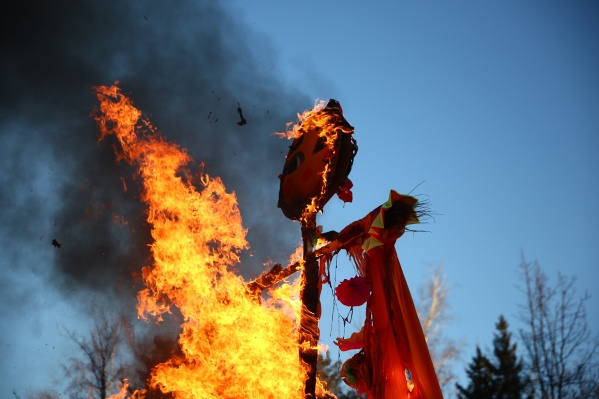 В каждом районе прошли народные гулянья, конкурсы и сжигание чучела Масленицы