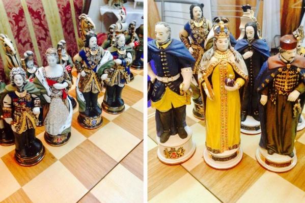 Шахматы представляют собой фигуры солдат и правителей XIX века