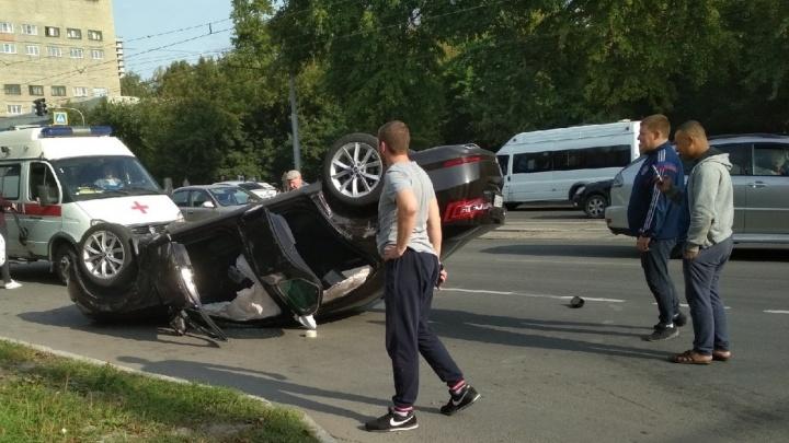 «Перевернулся два раза»: очевидец рассказал о ДТП двух седанов на Дуси Ковальчук