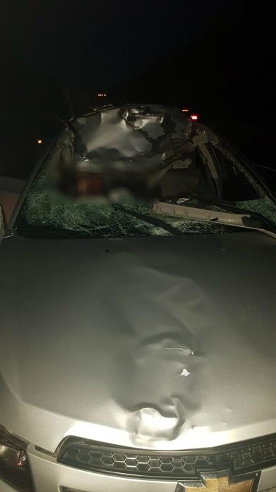 У автомобиля снесло полкрыши
