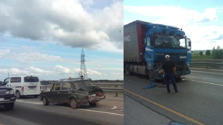 Массовое ДТП с шестью машинами парализовало движение на Северном объезде