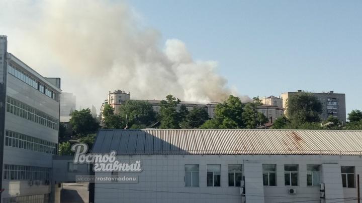 Пожар за Театральной площадью: огонь становится сильнее