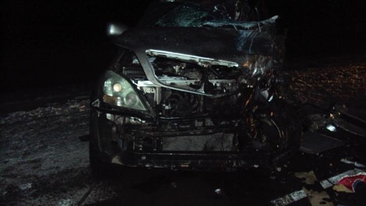 Водитель за рулём «Лексуса» вылетел на встречку,столкнулся с фурой и погиб