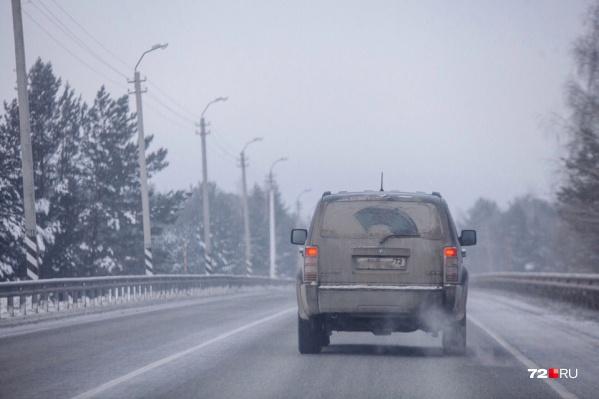 Агрессивный водитель не пропустил машину, которая проезжала навстречу