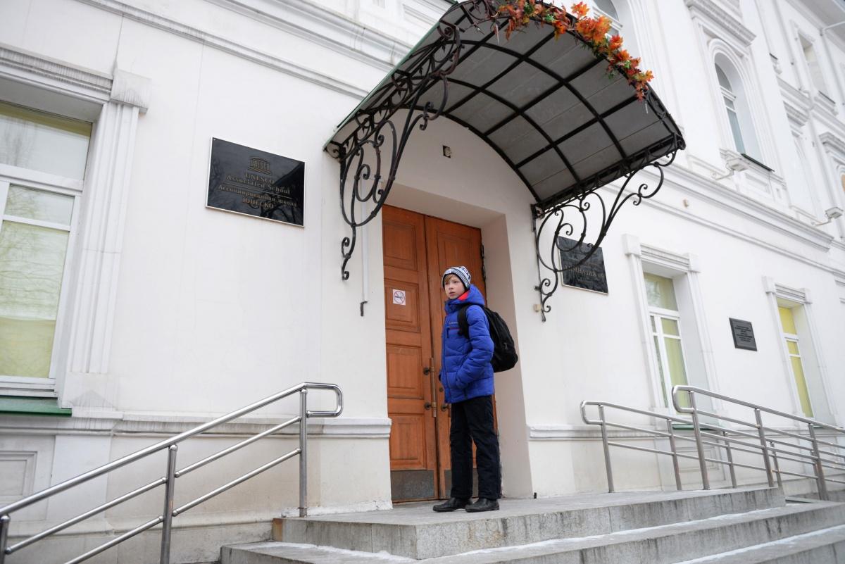 По словамДмитрия Баранова, пока у родителей будет ажиотаж на определенные школы, мы будем сталкиваться с проблемой переполненности